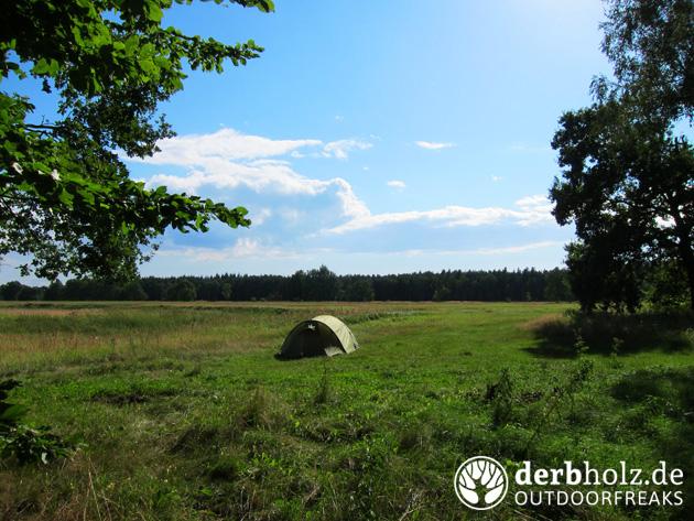 Derbholz Zelt am Waldrand
