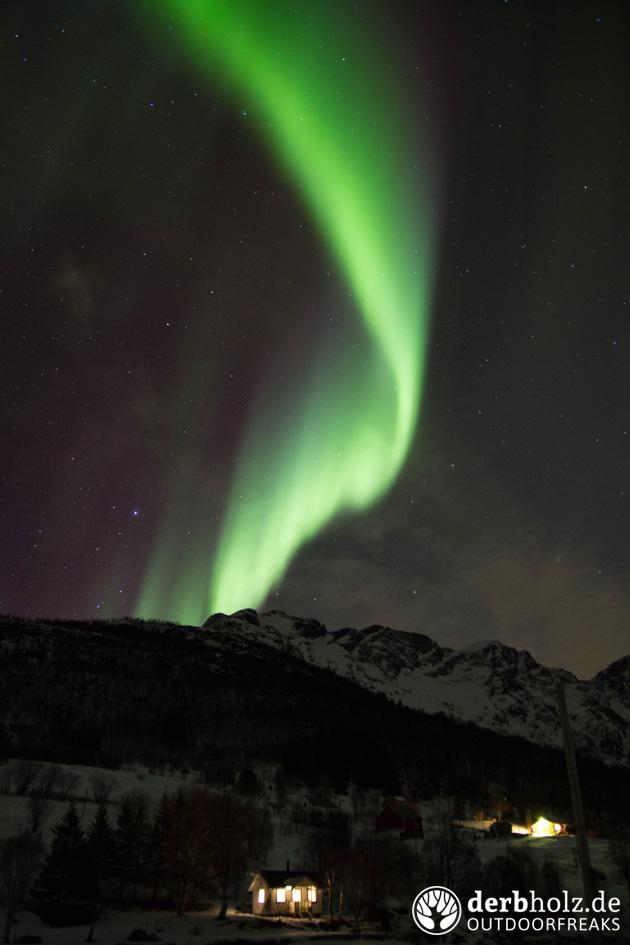 Derbholz in Norwegen Hütte mit Polarlicht