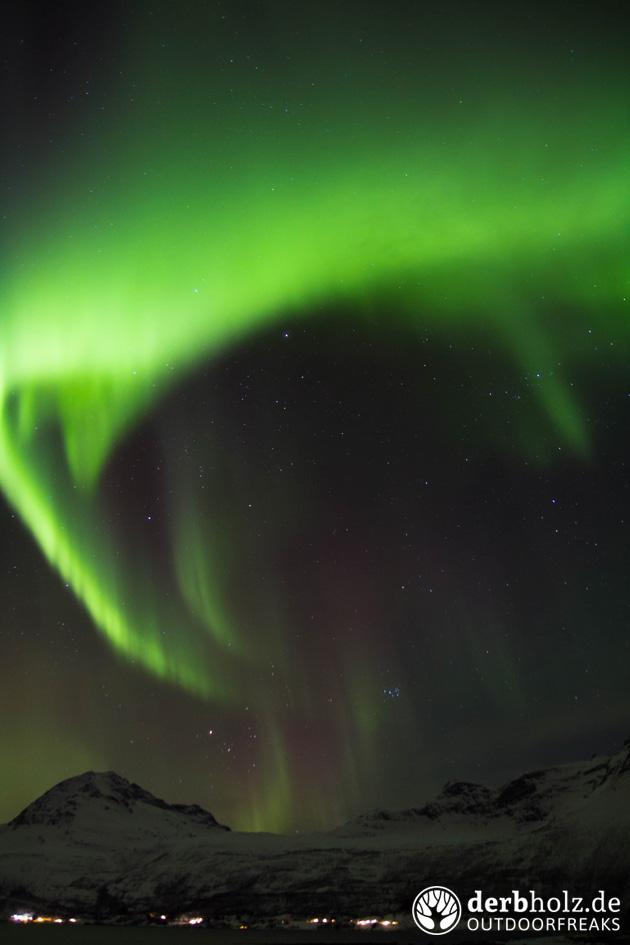 derbholz norwegen polarlichter-bogen