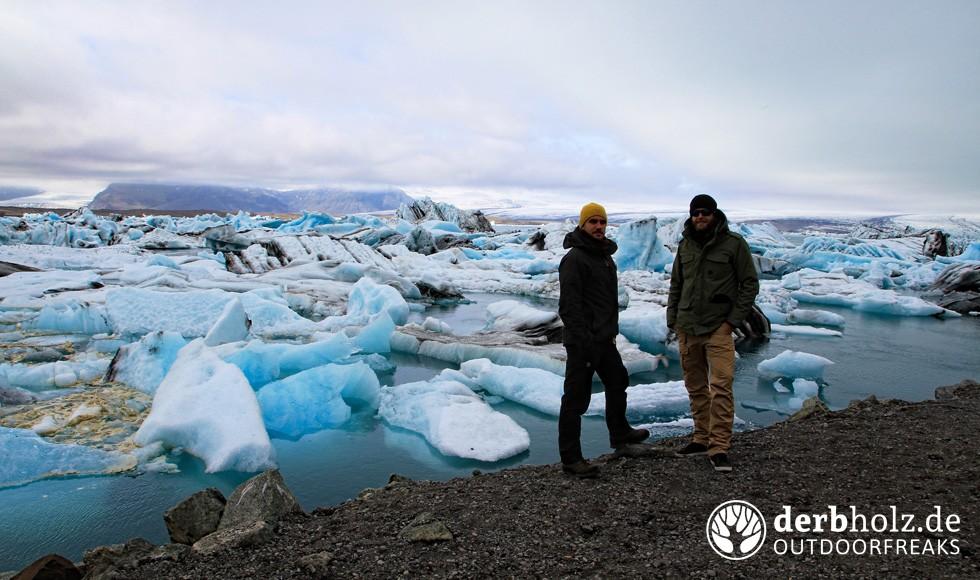derbholz-ueber-uns-gletscher-see-eis