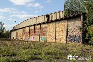 Hangar Tore von außen