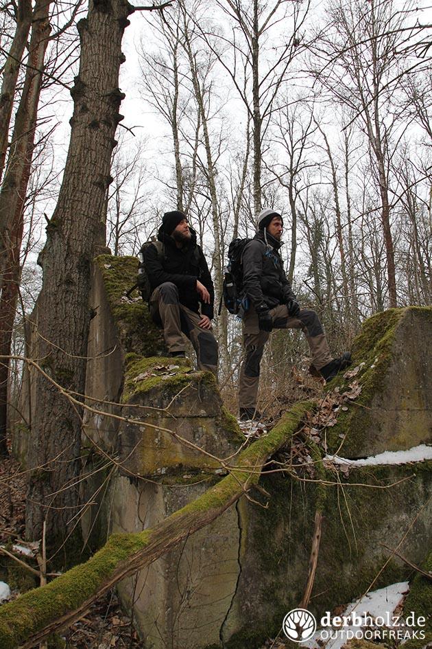 Derbholz MUNA Bunker Wolfsruh ReRe und Locke in den Ruinen
