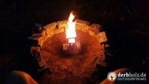 Feuer im Hobo Stove Kocher