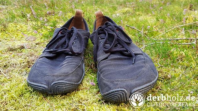 Wildling Tanuki Yoru Schuhe auf Moos